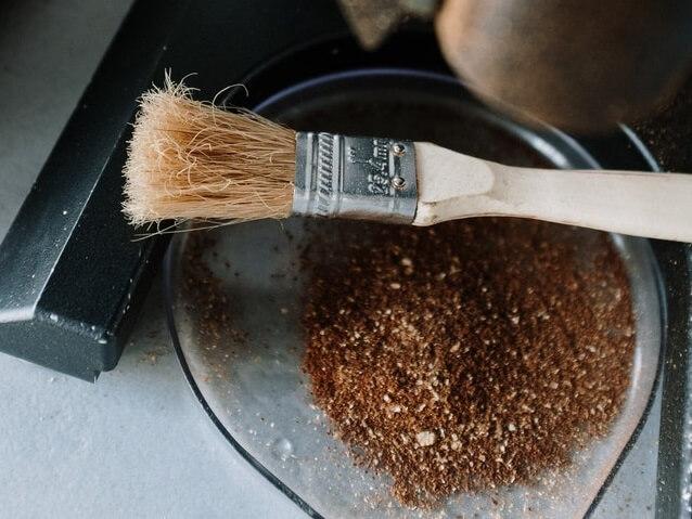 Le café moulu, une fois brûlé, est un excellent répulsif contre les mouches